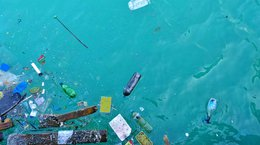 Litter and pollution in the sea Mranaked